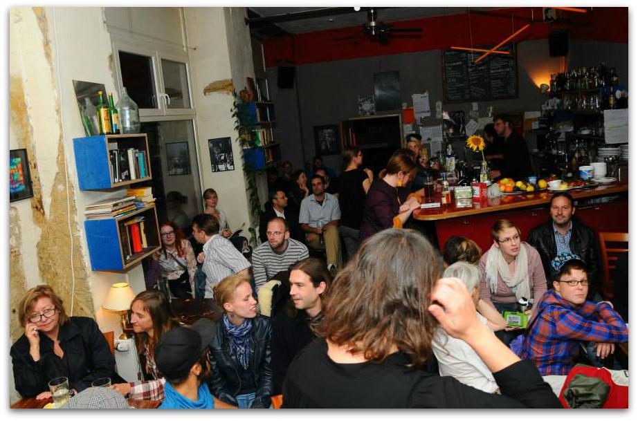 Präsenz auch außerhalb des Internets: Party zum Start vom Verlag das Beben